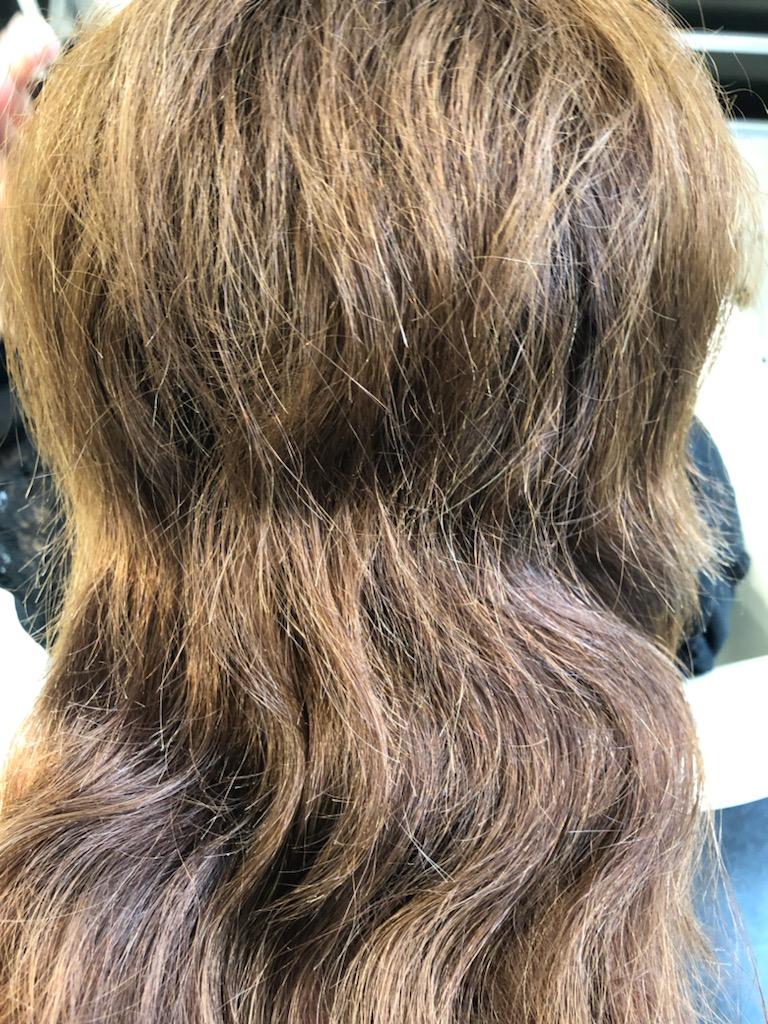カラーによるダメージ毛への縮毛矯正